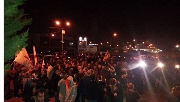 У Грузії прихильники партії Саакашвілі оточили ЦВК: з'явилося фото (1)