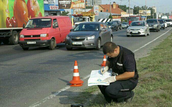 У Києві мікроавтобус задавив грабіжника, який тікав: опубліковані фото