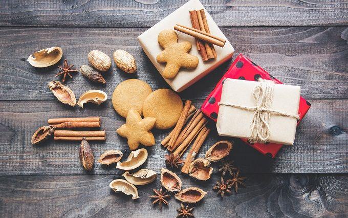 Настоящие или искусственные елки: как выбрать главный символ Нового года?