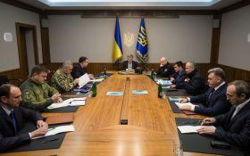 Обстановка на Донбасі ускладнилася, Порошенко скликав військовий кабінет