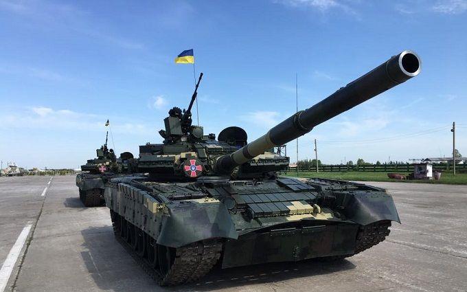 Порошенко передав армії грізну бойову техніку: з'явилися відео та вражаючі фото