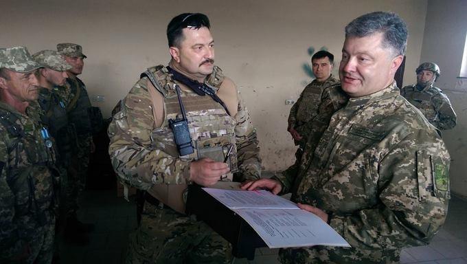 Порошенко показав, як побував біля Донецького аеропорту: опубліковані фото (1)