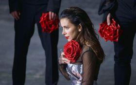 Скандальная певица анонсировала новогоднее выступление в Украине