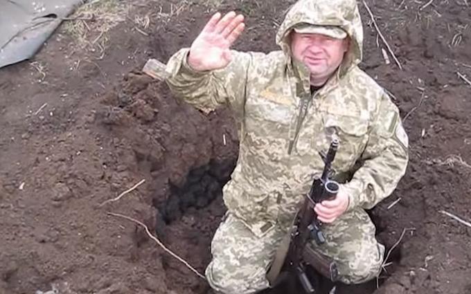 Украинские бойцы на Донбассе показали «подарки» от боевиков: опубликовано видео