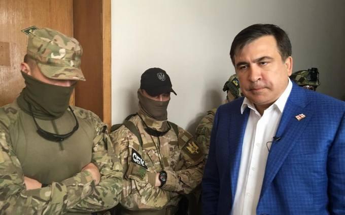Саакашвілі назвав людей Луценка шушваллю: нові фото і відео резонансного обшуку в Одесі