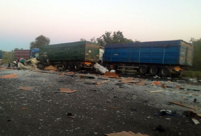 У масштабній ДТП з вантажівками загинули люди: з'явилися фото і відео з місця подій