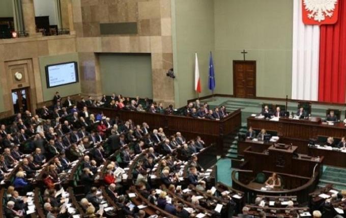 Поляки проголосували щодо документу про українців і геноцид