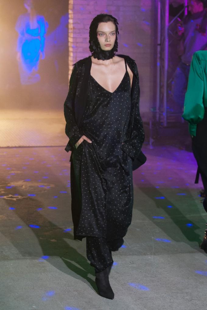 В Киеве стартовал Ukrainian Fashion Week: опубликованы первые яркие фото (5)