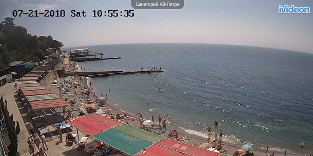 Пик несезона: в сети показали новые фото пустых пляжей в оккупированном Крыму (1)