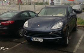 В Киеве попались элитные автомобили с одинаковыми номерами: опубликовано фото