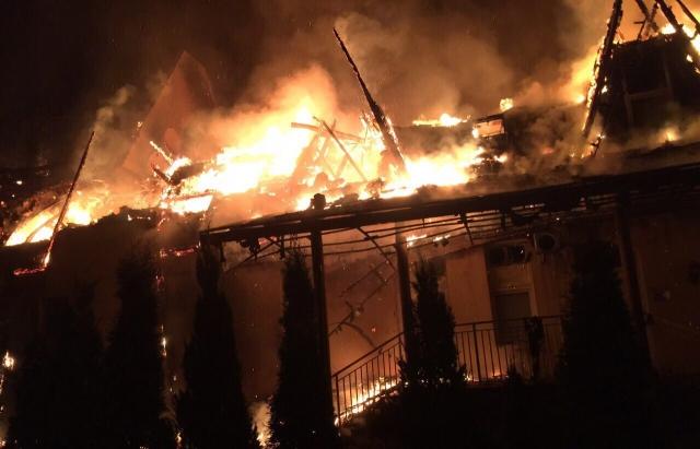 На Закарпатті спалахнув оздоровчий комплекс: опубліковані фото і відео (1)