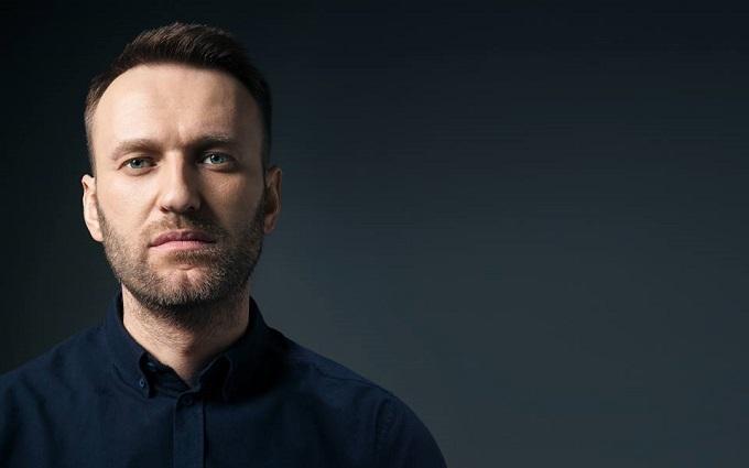 Навальному в лицо прилетели два торта: появились фото и видео