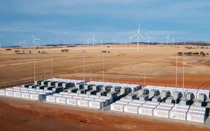 Tesla запустила самую большую батарею вмире