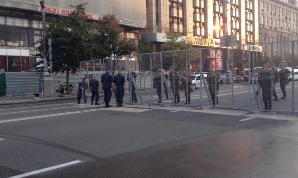 У Києві вдалися до додаткової міри безпеки: з'явилися подробиці та фото (1)