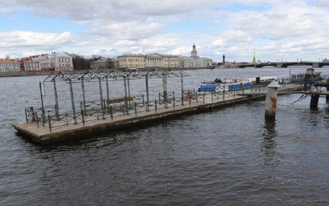 Военные корабли неожиданно покинули территорию Петербурга