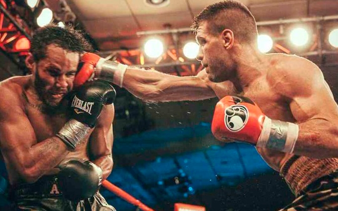 Непобедимый украинский боксер нокаутировал американца: опубликовано видео