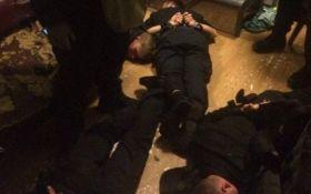 Суд вынес решение по делу полицейских, которые грабили людей на вокзале в Киеве