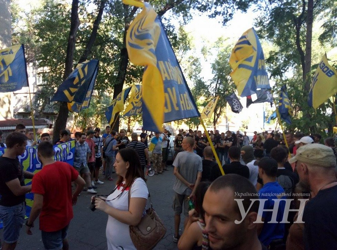 """У Маріуполі влаштували мітинг проти виведення """"Азова"""": опубліковано фото (1)"""