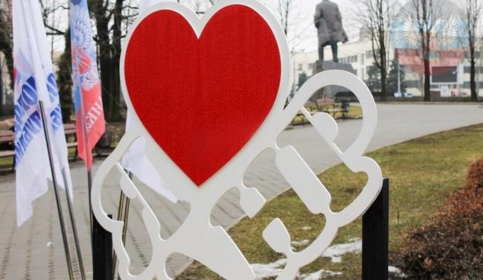 """В ДНР """"оригинально"""" отметили День святого Валентина: опубликовано видео"""