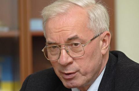 Азаров не уйдет в отпуск во время избирательной кампании