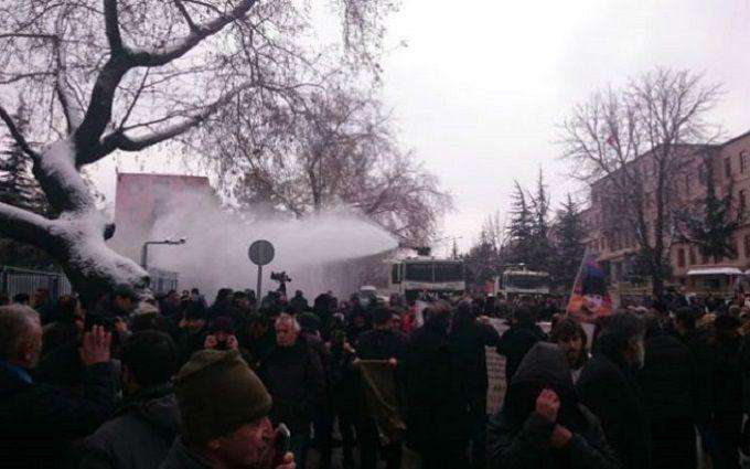 "В Турции разогнали акцию протеста против ""друга Путина"": опубликовано видео"