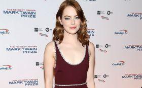 Эмма Стоун удивила откровенным платьем на премии Гильдии киноактеров США: появилось фото