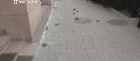 В центре Киева атаковали офис Ахметова: опубликованы фото и видео (5)