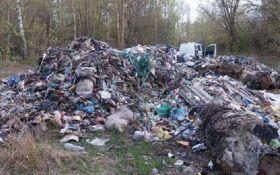Мусор из Львова добрался до Чернобыльской зоны: появились фото