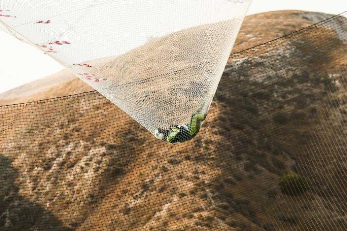 Історичний стрибок без парашута: з'явилися фото та захоплена реакція соцмереж (1)