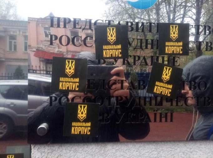 В Киеве не дали провести акцию в поддержку русского языка: опубликованы фото (2)