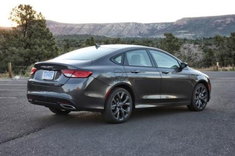 Самая доступная модель Chrysler будет отозвана из-за проблем с КПП (2)