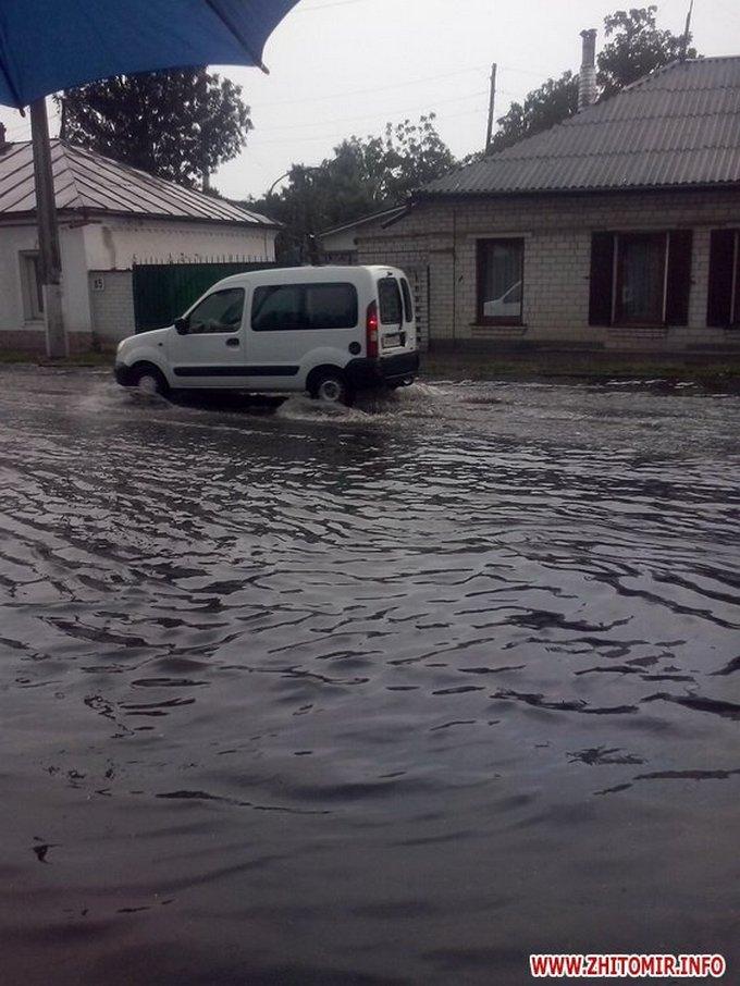 Сильна злива затопила Житомир: з'явилися яскраві фото та відео (1)