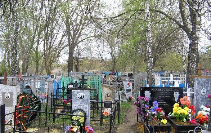 """У Росії влаштували """"країну мрій"""" на кладовищі: з'явилося фото"""
