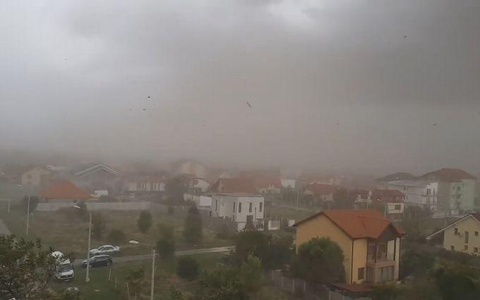 З Румунії до України мчить потужний ураган: з'явилися відео