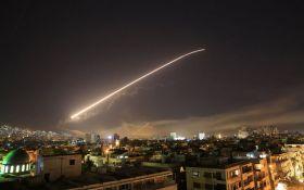 Потужний ракетний удар по Сирії: з'явилися видовищні фото наслідків
