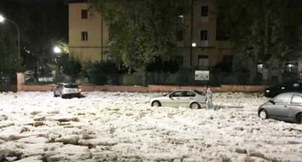 Це потрібно бачити: Рим опинився у полоні льоду та потужних злив (3)