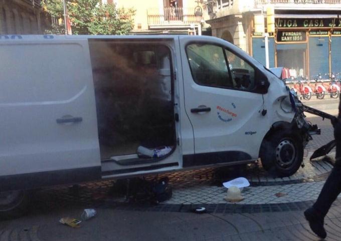 В Барселоне совершен теракт, есть погибшие: появились фото и видео (1)