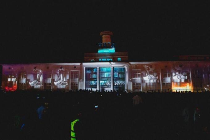 В Киеве открылся международный световой фестиваль: опубликованы зрелищные фото и видео (6)