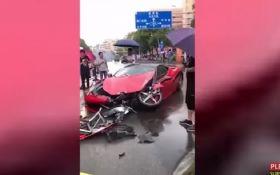 В Китаї жінка за кілька хвилин розбила новий Ferrari: з'явилося шокуюче відео