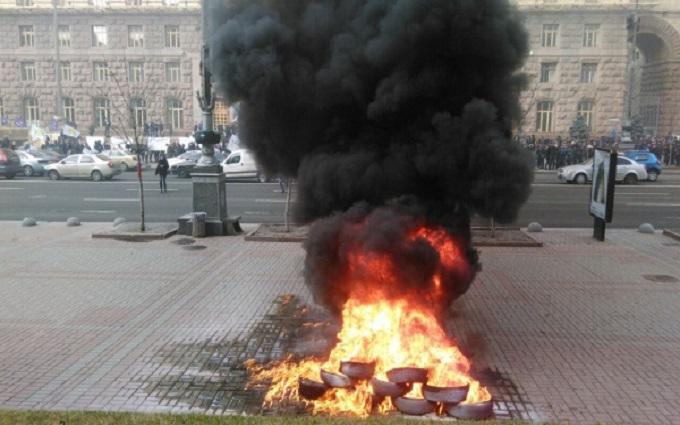 Под КГГА таксисты жгли шины, протестуя против Uber