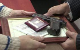 Наградное оружие от Авакова: известный журналист сделал признание