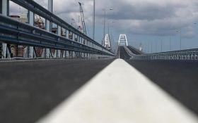 На Кримському мосту дівчина влаштувала епічну ДТП в прямому ефірі: в мережі з'явилося відео