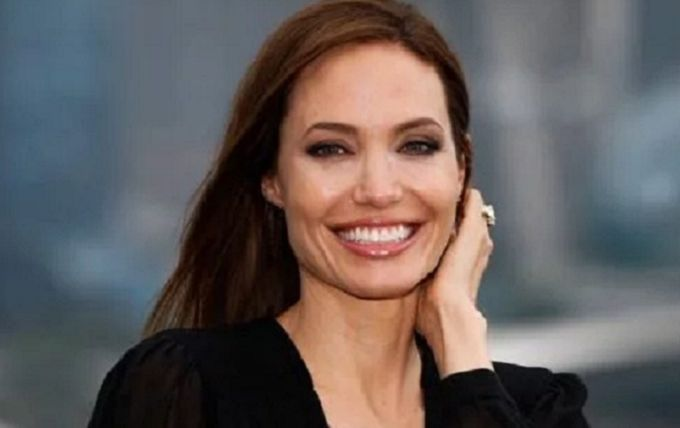 """""""Наша красуня знову розцвіла"""": Анджеліна Джолі зачарувала фанатів стильними образами"""