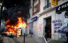 Спалені авто та сотні арештованих: у Парижі спалахнули заворушення