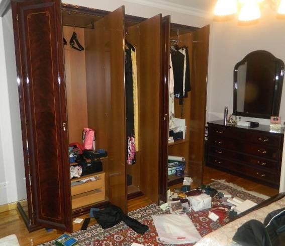 З'явилися фото з пограбованої квартири екс-міністра оборони (1)