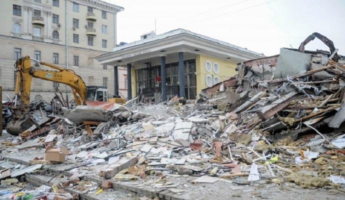 В столице РФ продолжают сносить торговые павильоны (видео)