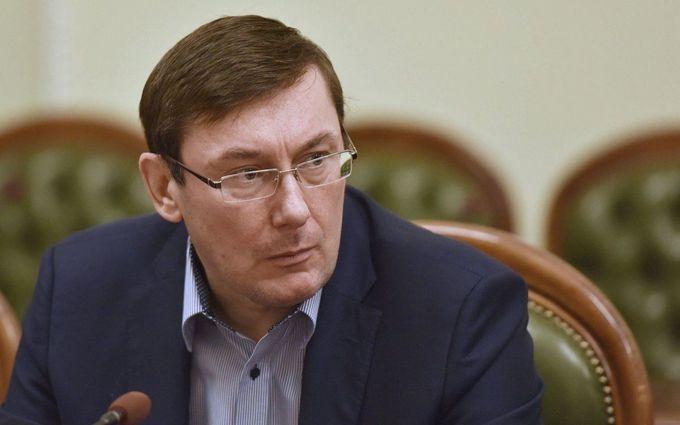 Луценко заявив про нові гучні затримання і показав цікаве фото