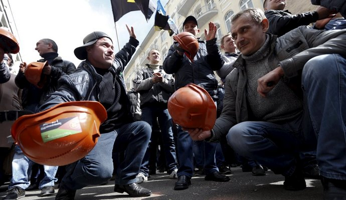 Полиция пытается открыть трассу Львов - Рава-Русская