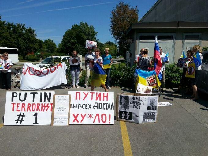 Путіна в Європі зустріли образами: опубліковані фото і відео (1)