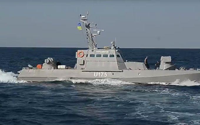 Російський бойовий корабель втік від українських катерів: опубліковано відео